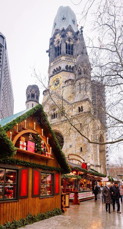 Marché de Noël en Kaiser Wilhelm Memorial Church en hiver Berlin photographie stock