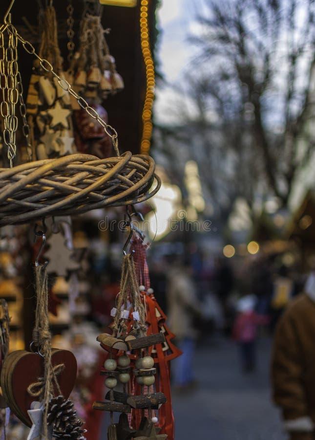 Marché de Noël - Mercatini di Natale : natalizie de bancarelle image stock