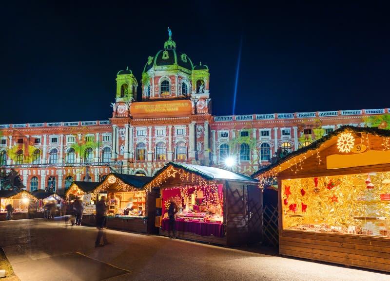Marché de Noël près de quart de musée à Vienne Autriche photo stock