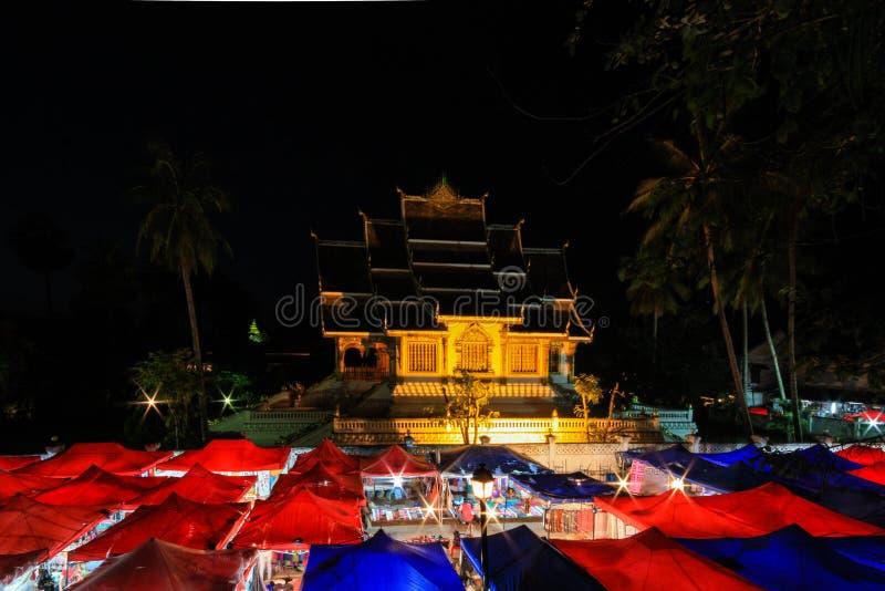 Marché de nuit au coup de Luang Pra photos libres de droits