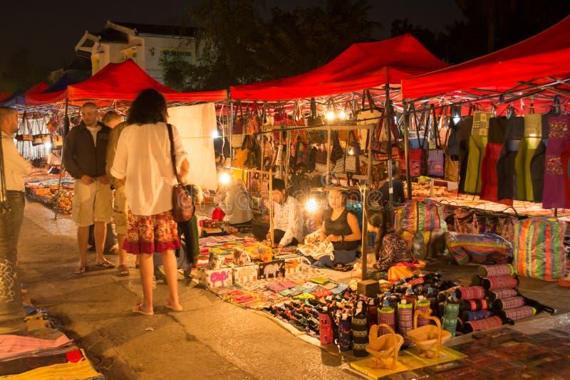 Marché de nuit dans Luang Prabang photos libres de droits
