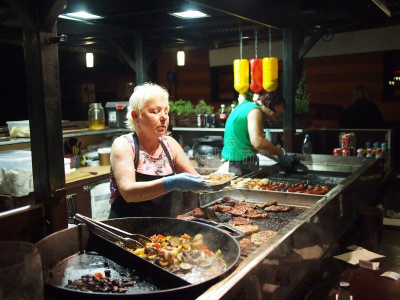 Marché de nuit vendant la nourriture image libre de droits