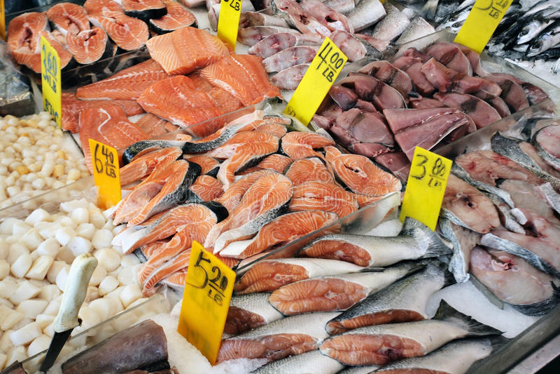 Marché de poissons images libres de droits