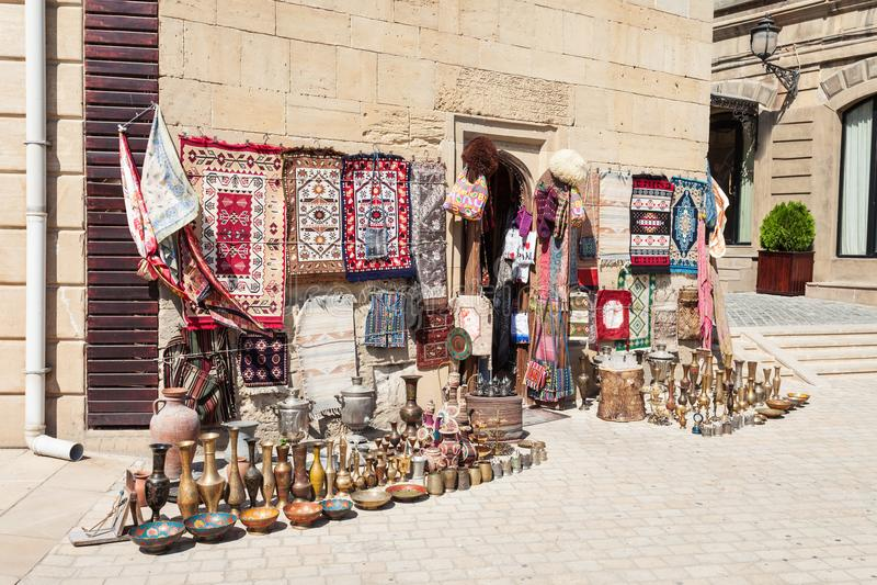 Marché de souvenir à Bakou image stock