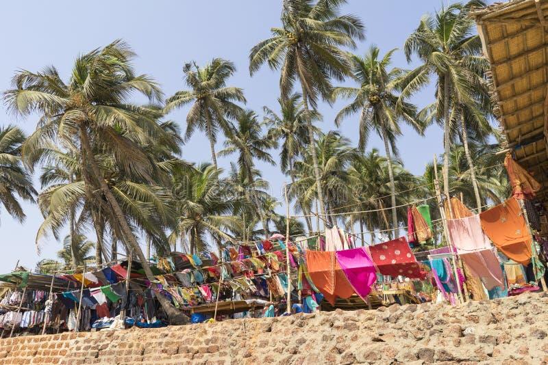 Marché de vêtements à la plage de Palolem dans Goa, Inde photos stock