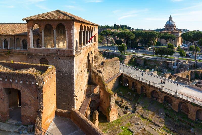 Marché et forum de Trajan à Rome images stock