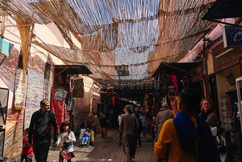 Marché local de la vieille ville de Marrakech photos libres de droits