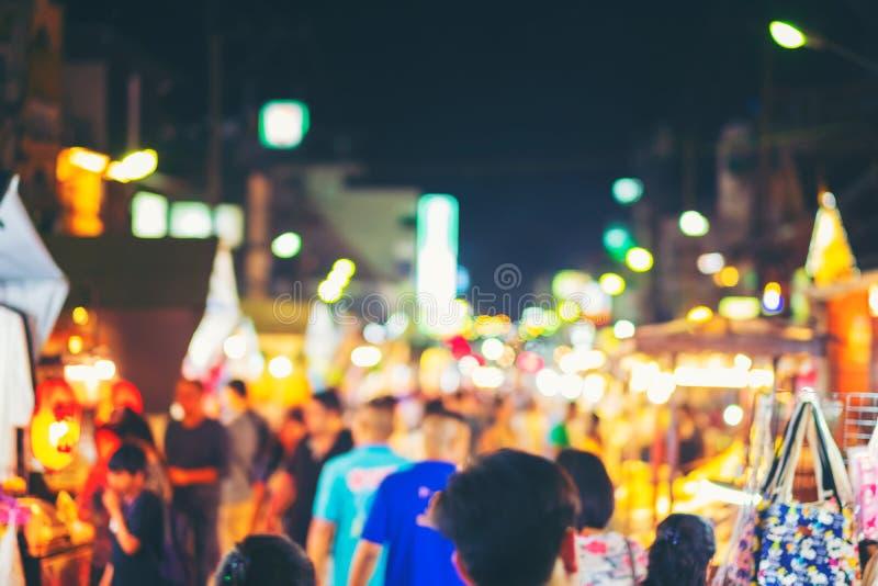 Marché local de tache floue abstraite et de nuit defocused de provin de hin de hua images stock