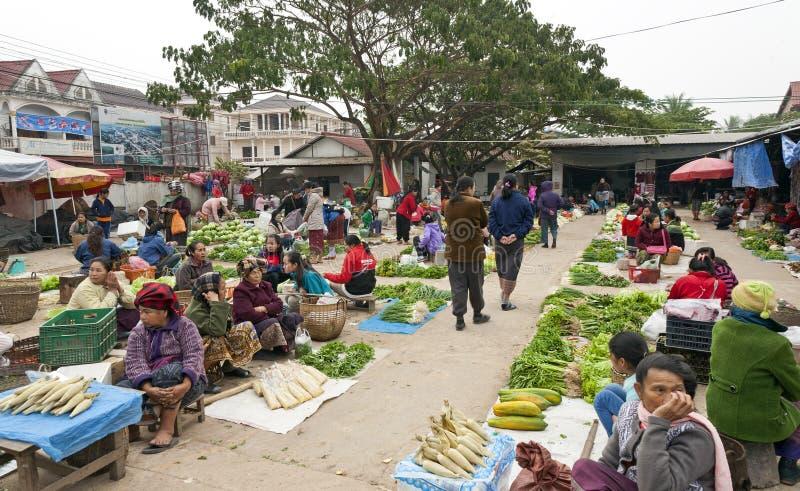Marché quotidien au Laos images libres de droits