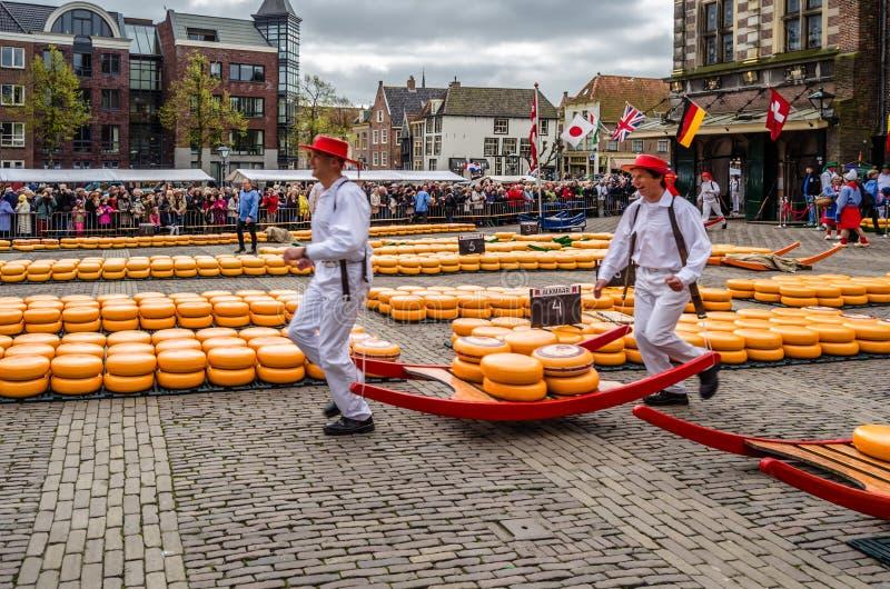 Marché traditionnel de fromage de Hollande à Alkmaar, Pays-Bas photographie stock