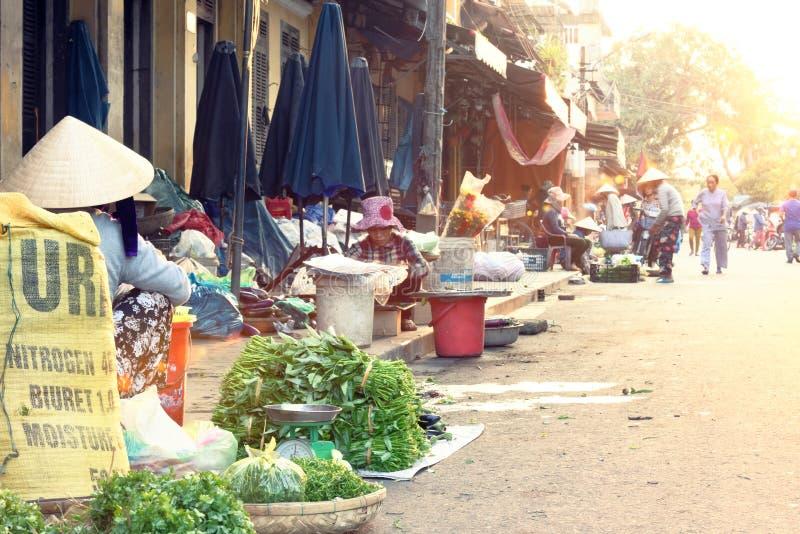 Marché traditionnel en Hoi An image stock