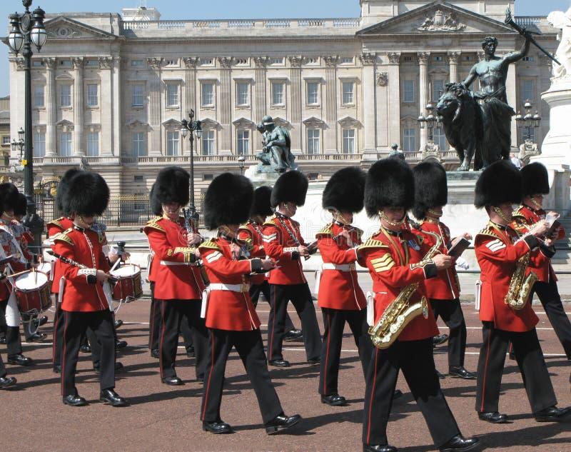 Marcha de los colores en el Buckingham Palace imagen de archivo libre de regalías