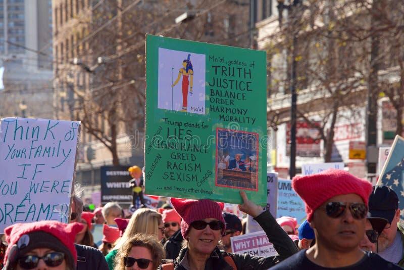 Marcha de protesto do ` s das mulheres, San Francisco, CA imagem de stock royalty free
