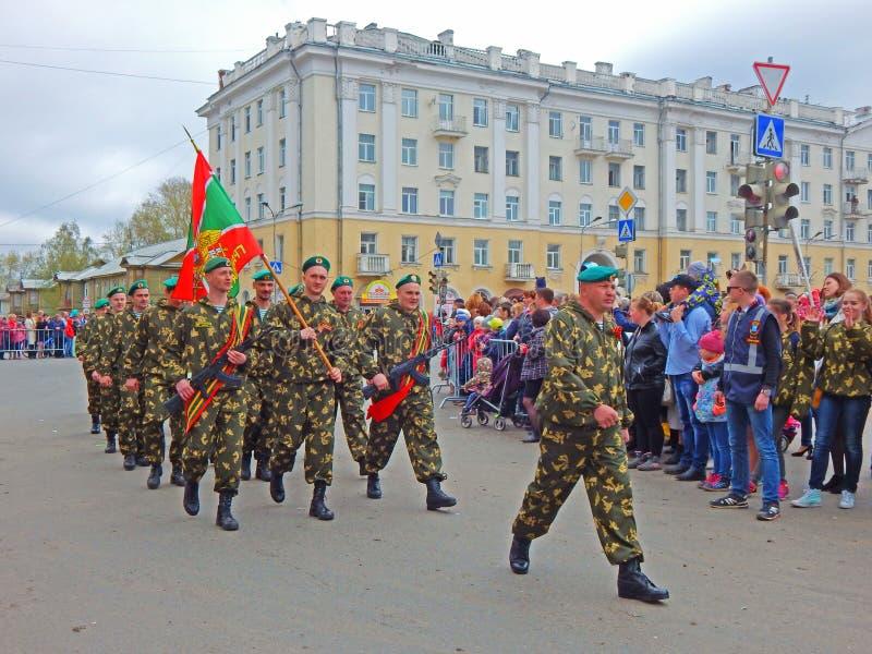 A marcha militar em Victory Day Parade em Severodvinsk, Rússia foto de stock royalty free