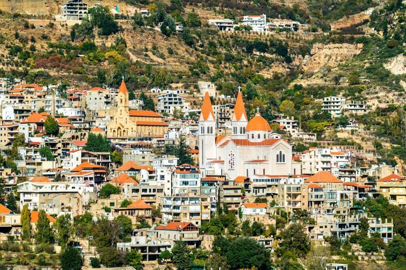 Marcha Saba Cathedral y nuestra señora de la iglesia de Diman en Bsharri, Líbano imagen de archivo libre de regalías
