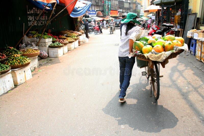 Marchand ambulant de Hanoï images stock