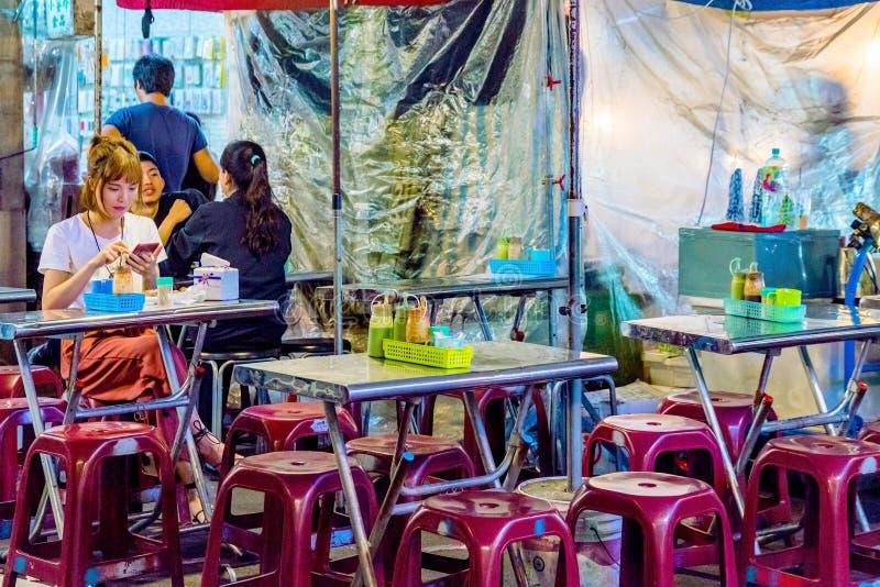Marchand ambulant du marché de nuit de Raohe image stock