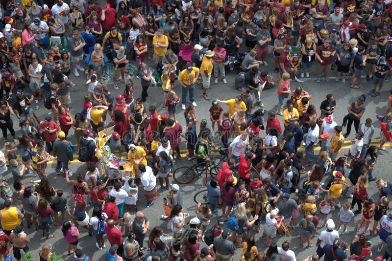 Marchand ambulant se déplaçant par la rue serrée photos libres de droits