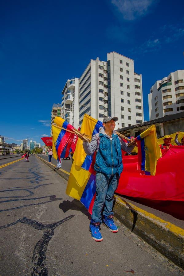 Marchand ambulant vendant des drapeaux d'ecuadorian pour image libre de droits