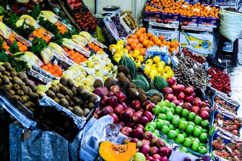 Marchand de légumes turc Storefront photos libres de droits