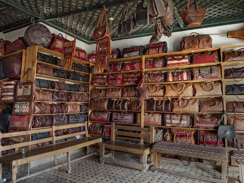 Marchandises en cuir dans Fes, Maroc photos libres de droits
