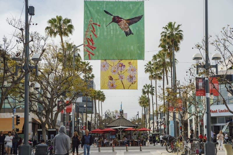 Marchands ambulants de boutiques et sur la troisième rue images libres de droits