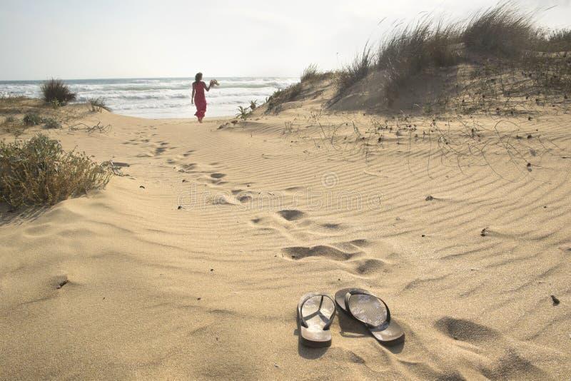Marche à la mer image libre de droits
