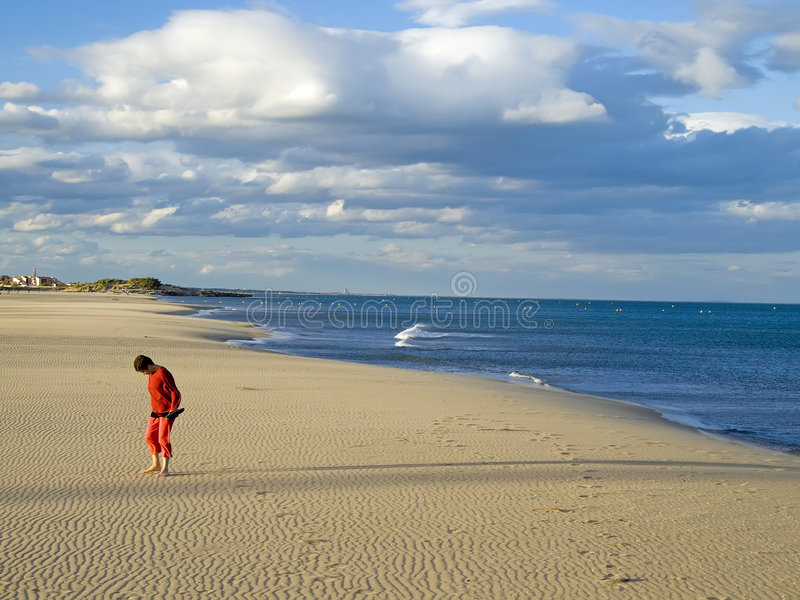 Marche à la plage image stock
