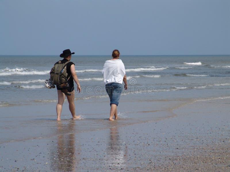 Marche à la plage photographie stock