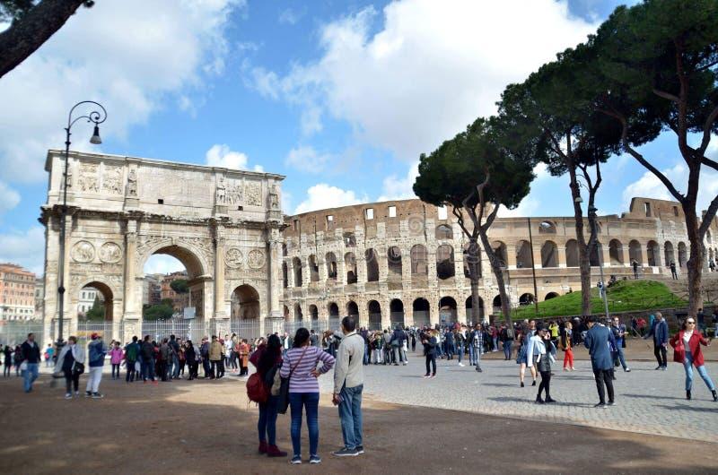 Marche au centre de Rome photographie stock libre de droits