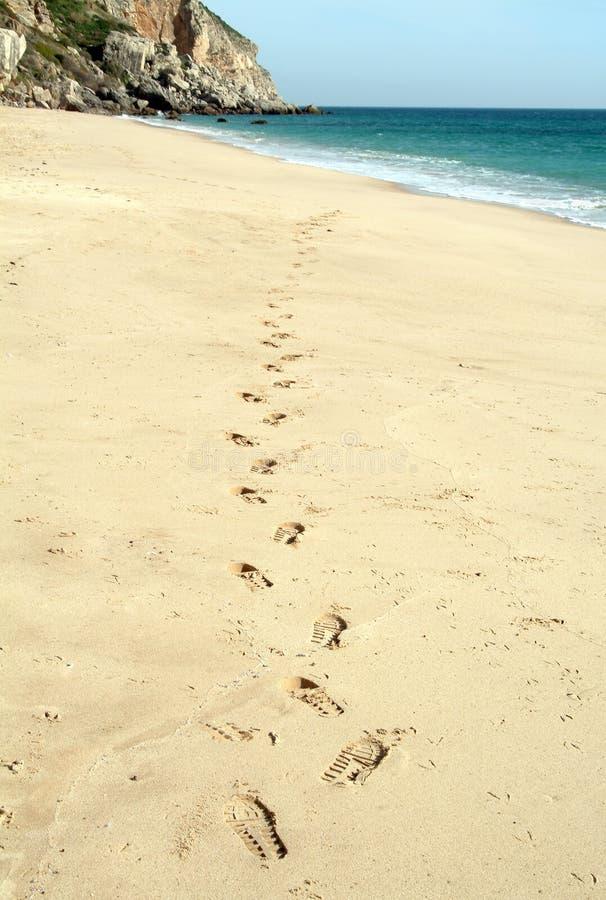 Marche dans la plage photographie stock