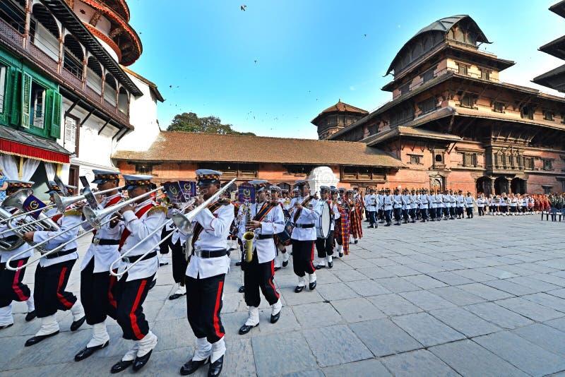 Marche de musiciens de Nepali photos stock