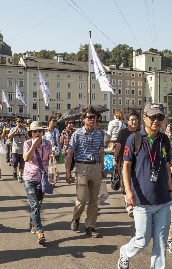 Marche de personnes photos libres de droits