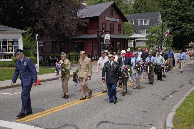 Marche de vétérans de Jour du Souvenir images stock