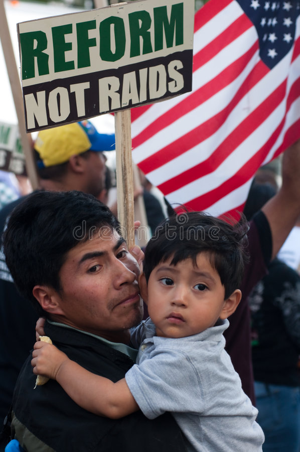 marche immigrée de familles photo stock