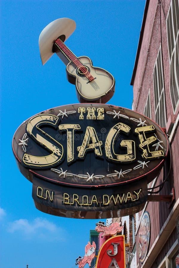 Marche le long de Broadway à Nashville photo stock