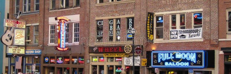 Marche le long de Broadway à Nashville images libres de droits