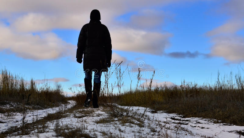 Marche loin. Suivez le soleil photos libres de droits