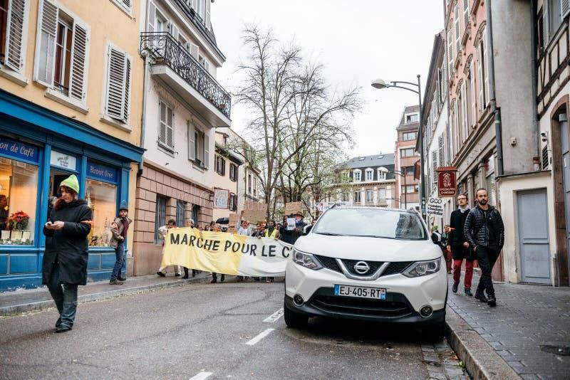 Marche Nalewa Le Climat marszu gacenie na Francuskiej ulicie obraz royalty free