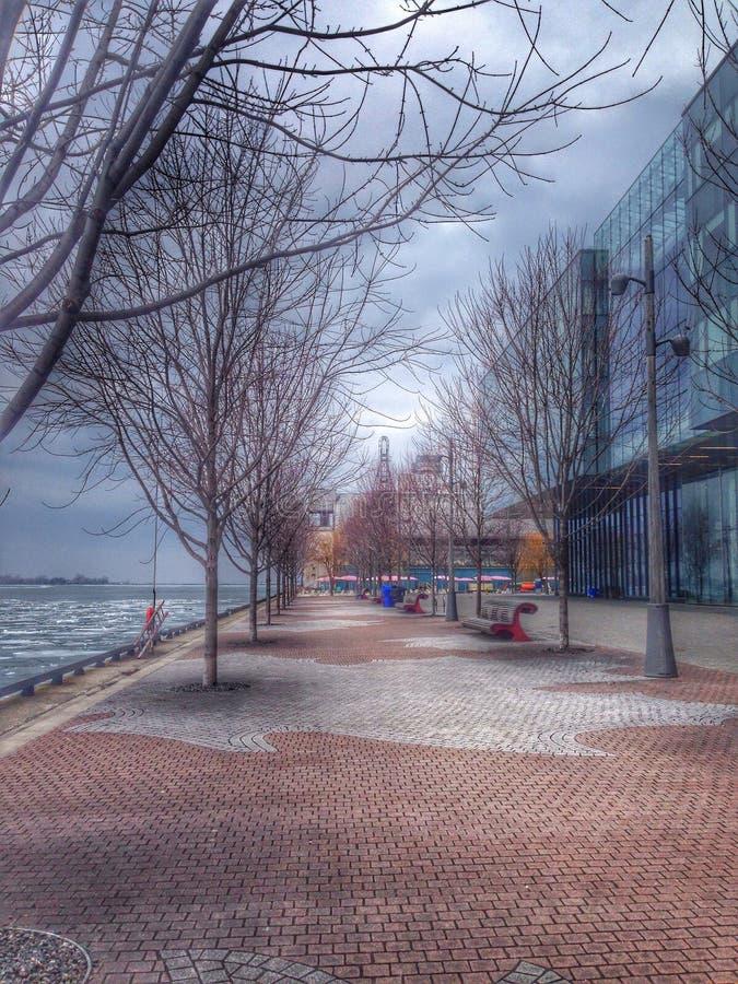 Marche près du lac photo libre de droits