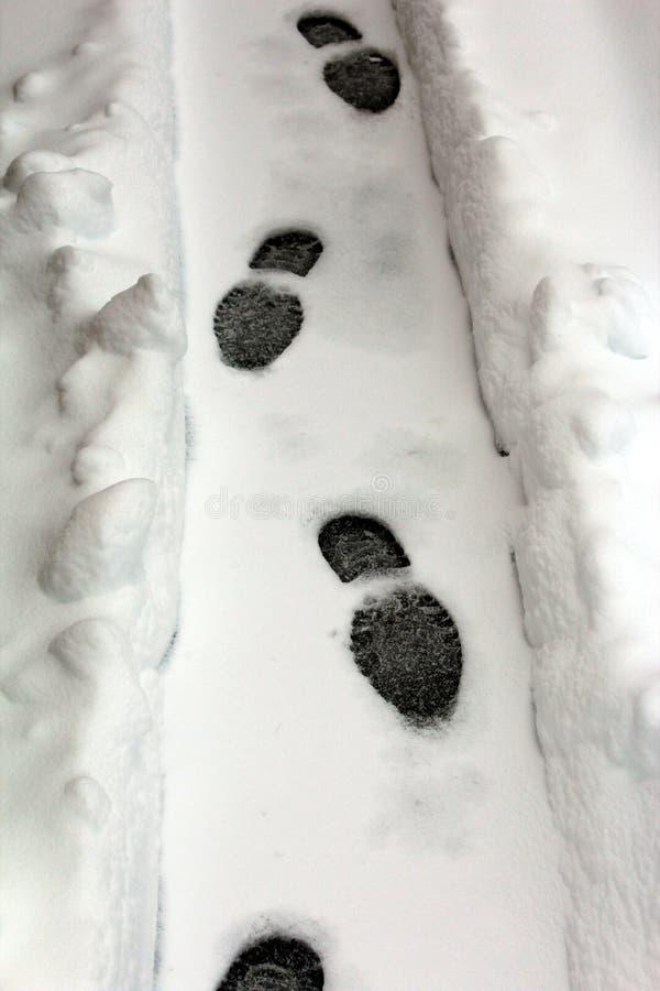 Marchepieds dans la neige images libres de droits
