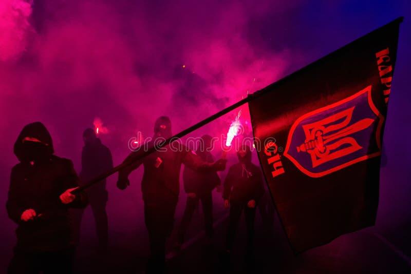 Marchersåterkallelsehjältar av Carpathian Ukraina i Uzhhorod royaltyfria bilder