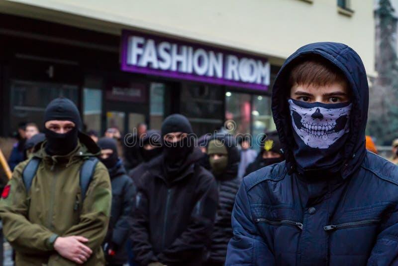 Marchersåterkallelsehjältar av Carpathian Ukraina i Uzhhorod arkivfoton
