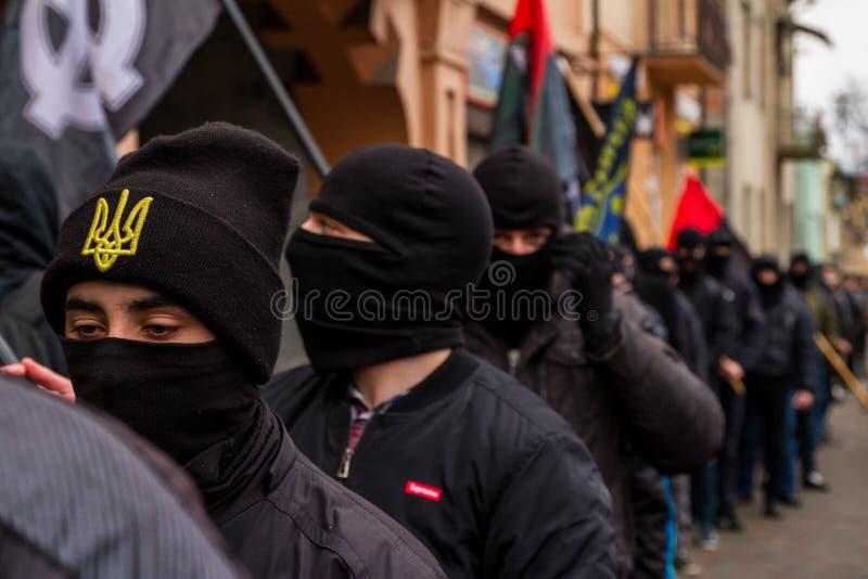 Marchersåterkallelsehjältar av Carpathian Ukraina i Uzhhorod fotografering för bildbyråer