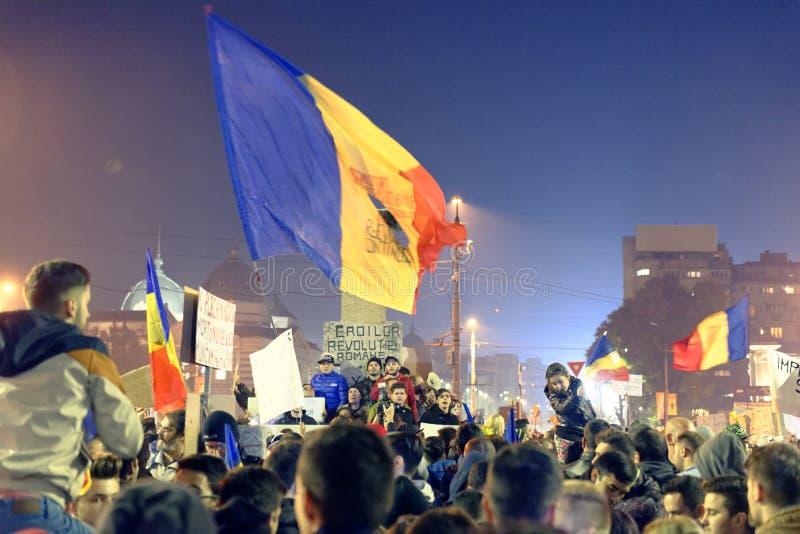 Marchers bij #rezistprotest, Boekarest, Roemenië stock afbeeldingen
