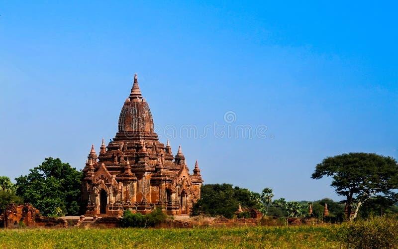 Marchez dans Bagan, petits stupas et des temples Myanmar image stock