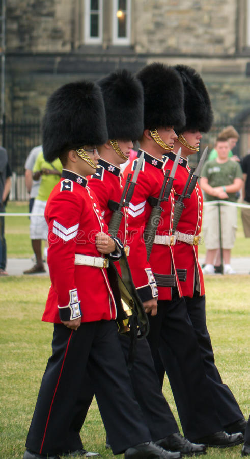 Download Marching At The Changing Of The Guards Editorial Image - Image: 25741230