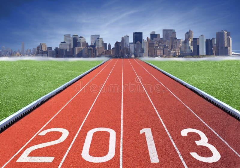 marchio 2013 su una pista di atletismo immagini stock libere da diritti