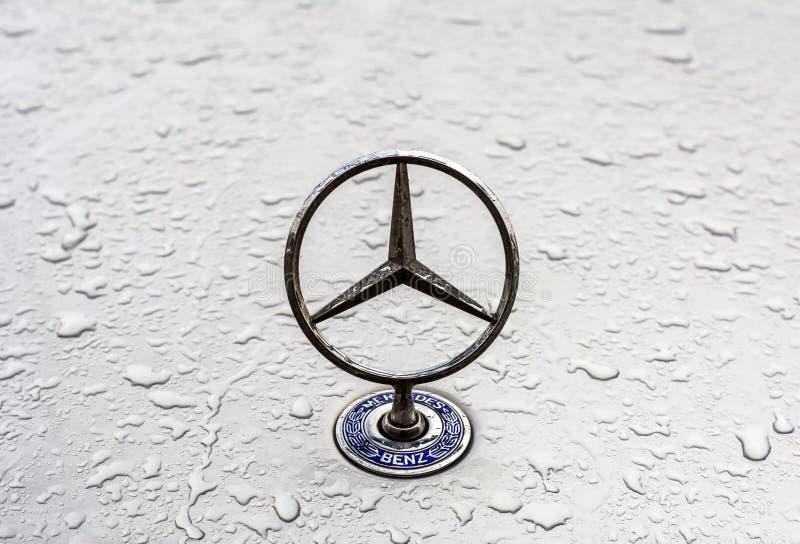 Marchio del benz di Mercedes fotografia stock