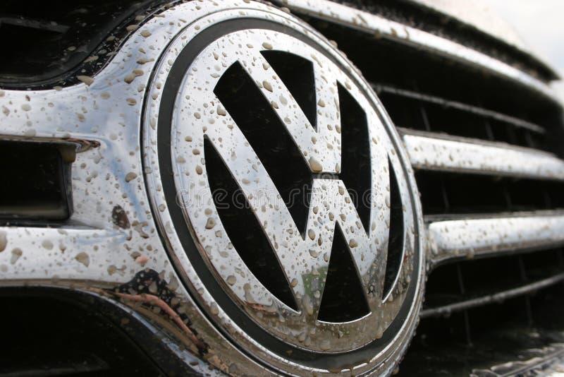 Marchio di Volkswagen in sporcizia immagini stock libere da diritti
